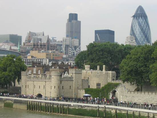 A picture of the Tower of London with the City in the background.