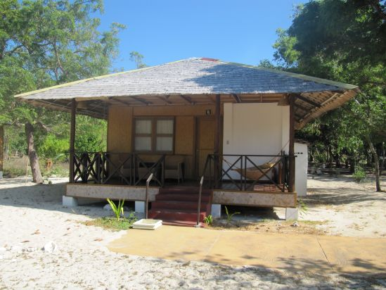 Club paradise beach cottage coron philippines picture for Beach cabin designs